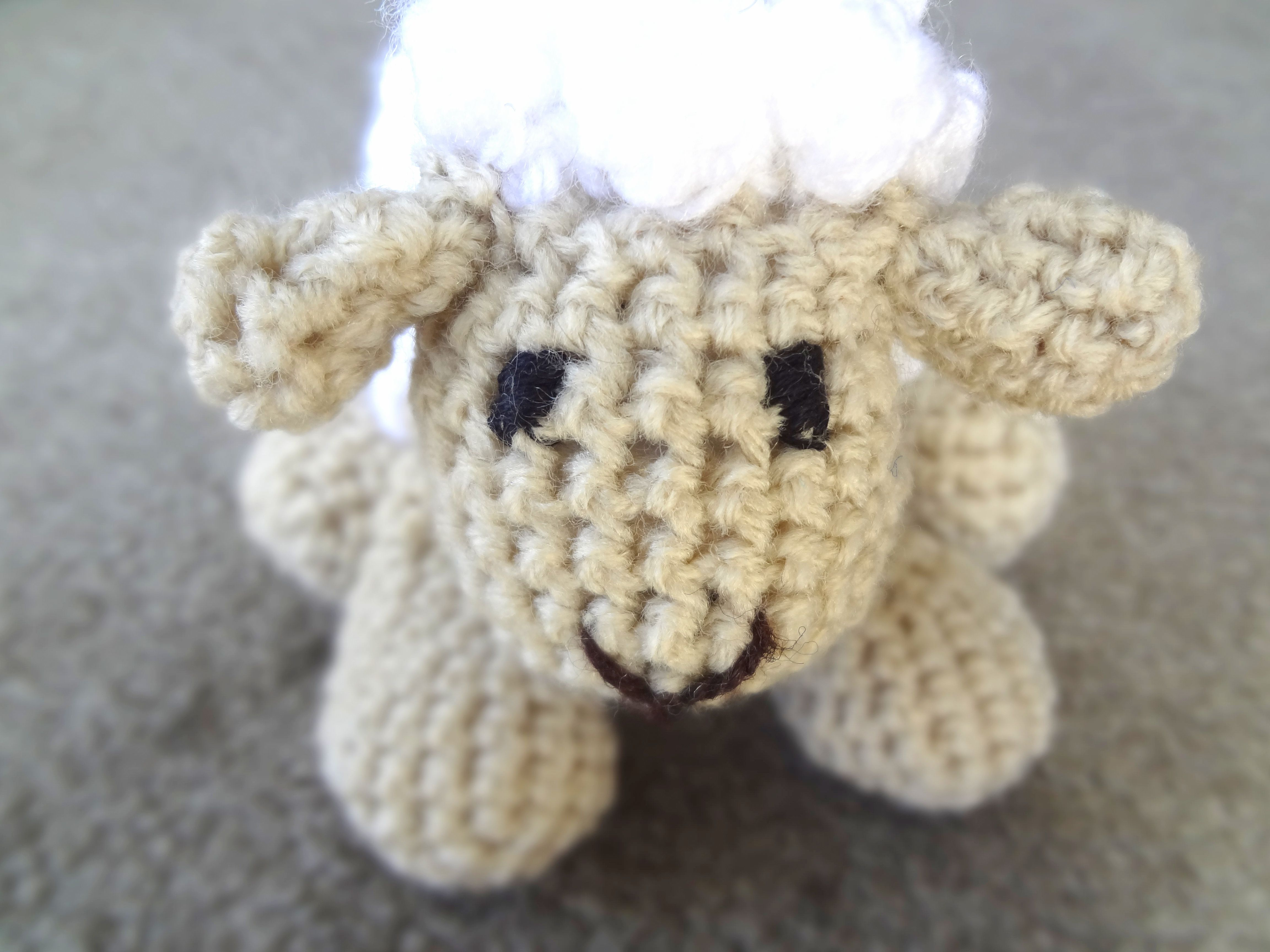 Free Amigurumi Lamb : The sheep that jumped over the fence and went moo free crochet