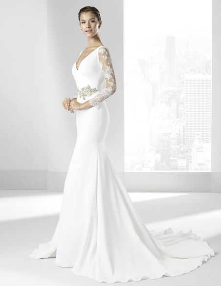 vestidos de novias con escote cruzado y manga larga. | vestidos