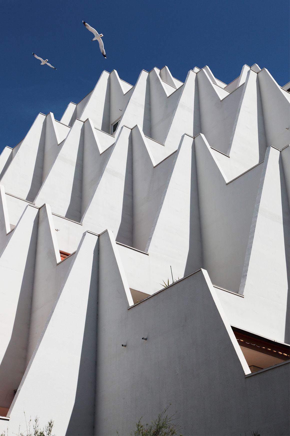 la grande motte naissance des vacances architecture futuristic architecture and building. Black Bedroom Furniture Sets. Home Design Ideas