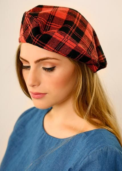 Coral Beret hat made of Wool  c260968ad1d
