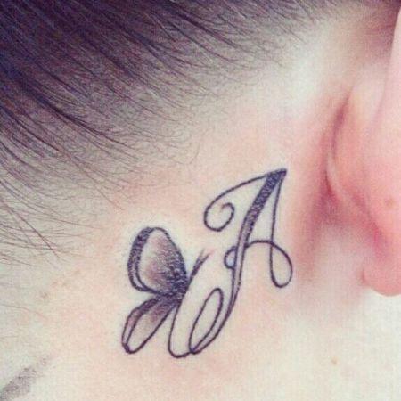 Tattoo schmetterling hinterm ohr