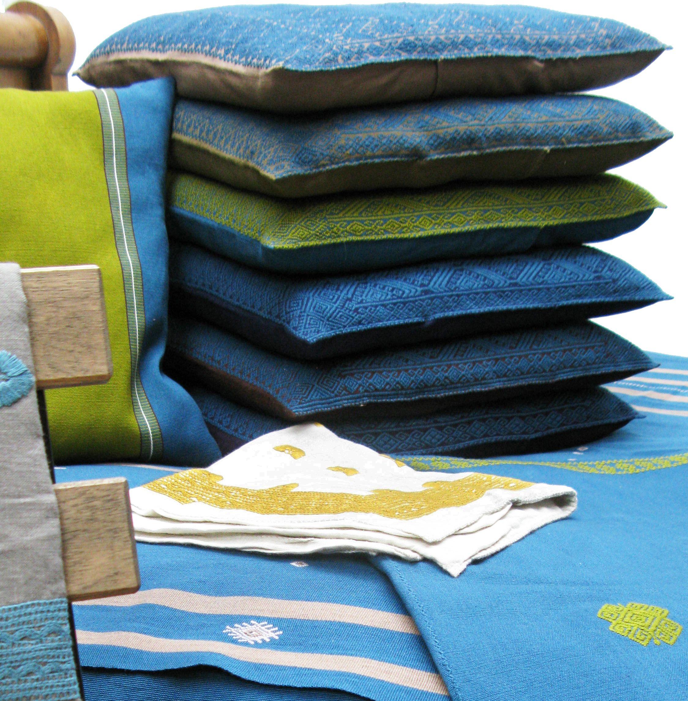 Coussin Brocado (du haut en bas): Café-quetzal, verde seco-quetzal, quetzal-mostaza, azul marino-quetzal, morado-quetzal