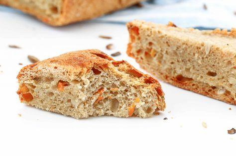 Der Duft von frisch gebackenem Brot liegt in der Luft. Ich habe ein luftiges Karotten-Dinkel Brot gebacken. Hier gibt´s das Rezept.