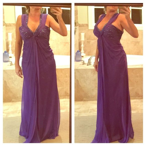 La Femme purple sequined prom ball gown new Brand-new with tags attached, beautiful dress... it's a little small on me in the back, I was unable to zip it all the way up. Sizes zero there is padding in the top so no bra is actually needed this dress is also very long if I were to use it even with heels I would have to probably take it up Le femme Dresses