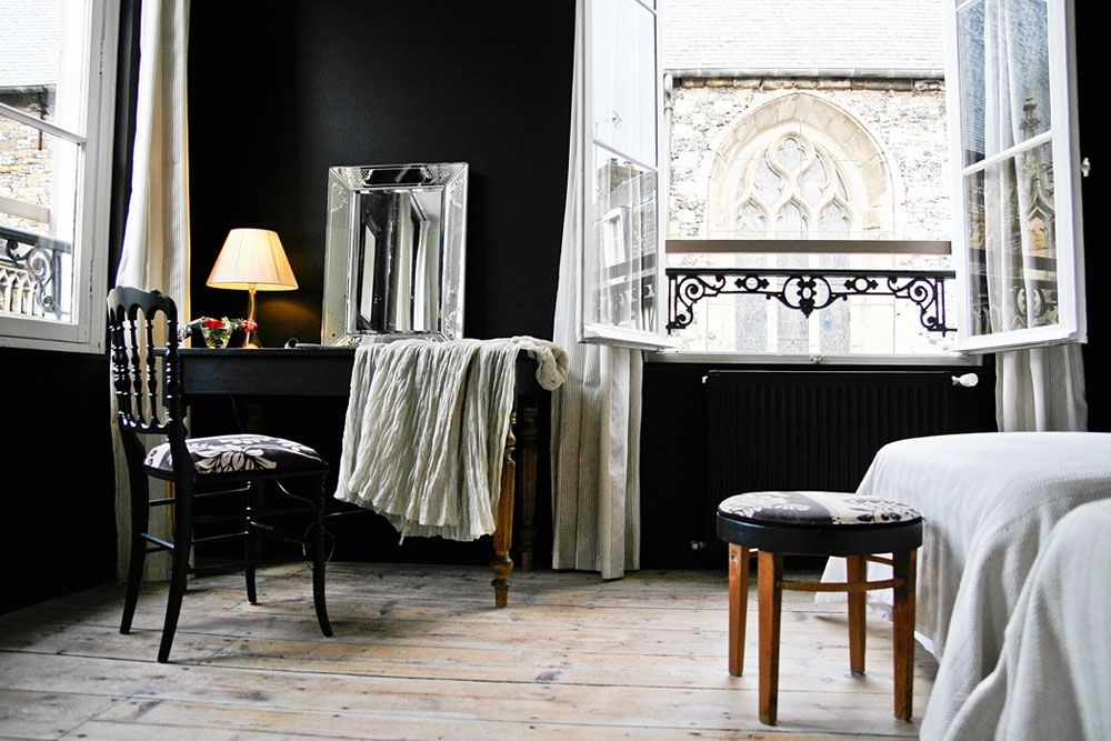 Maison D Hotes Le Velocipede Black Walls Bedroom French Interior Design Home And Living