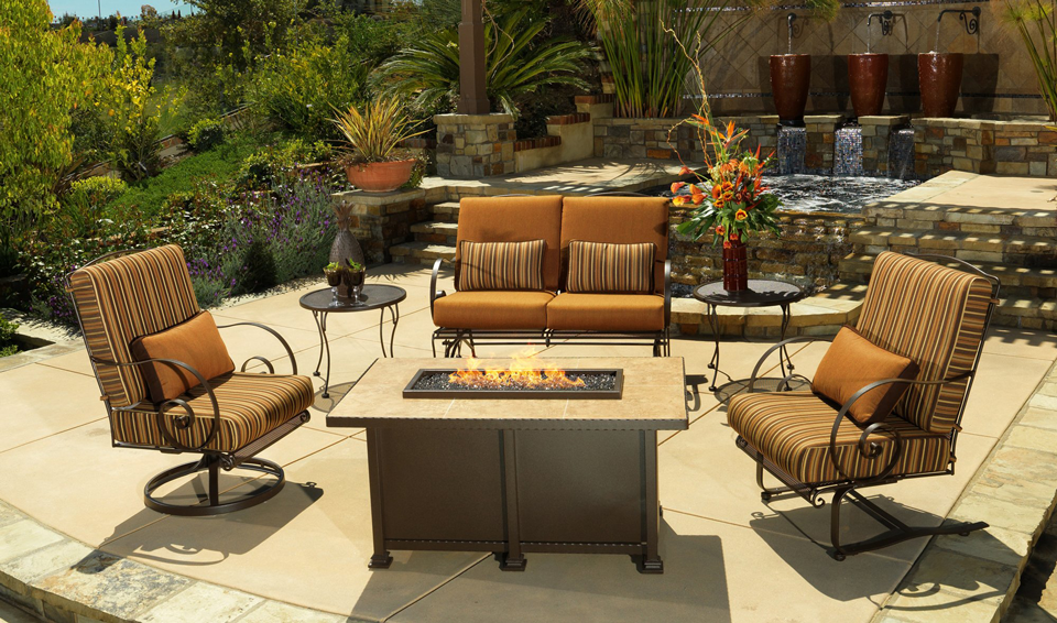 Fireplaces & fire pits add style and warmth to any space: 52 Designer Patio Ideas