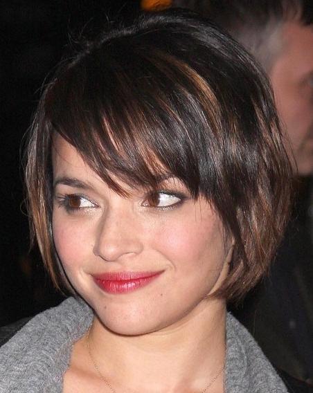 Aantrekkelijke Korte Kapsels Voor Vrouwen Met Een Rond Gezicht Kurzhaarfrisuren Haarschnitt Haarschnitt Bob