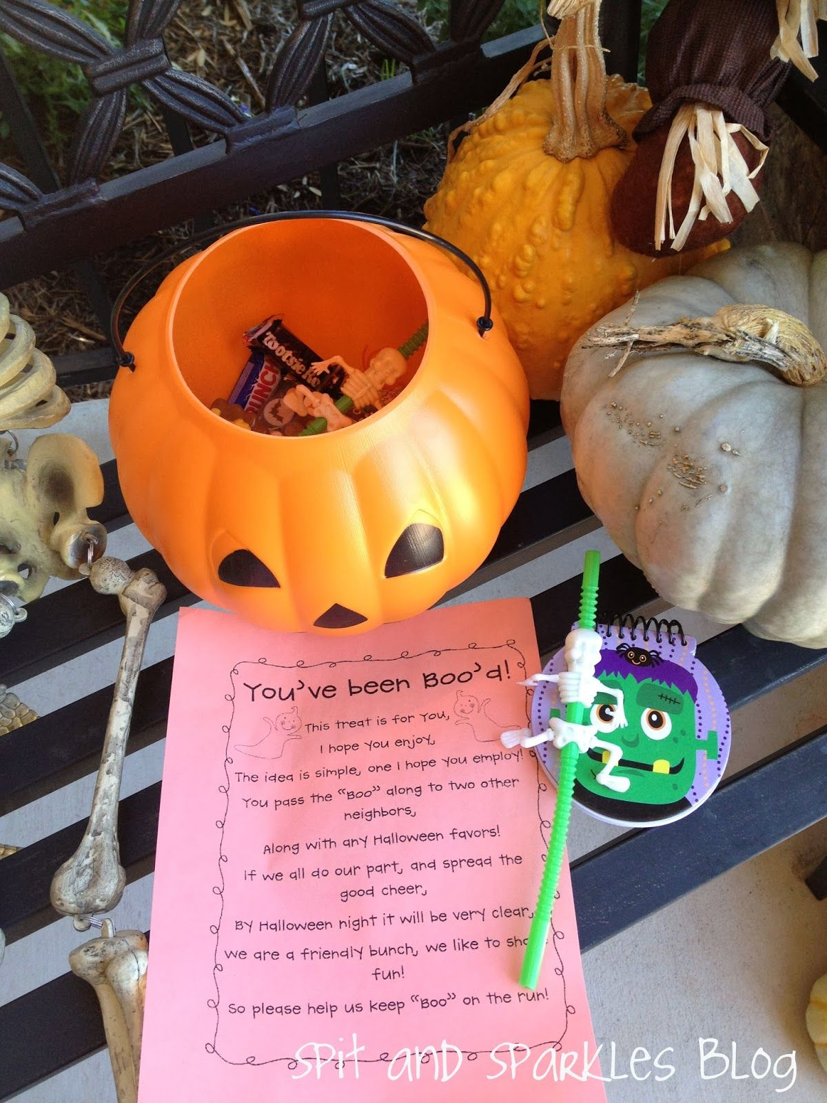 Spit and Sparkles: We've Been Booed + Free Printable  #halloween #kidscrafts