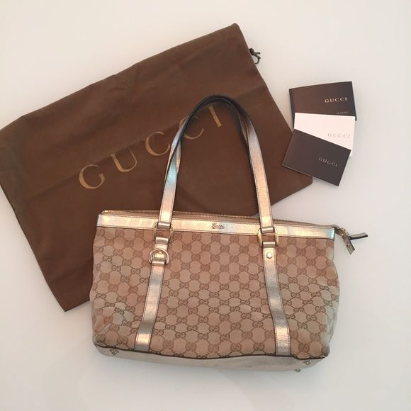 b859d4a2bb8 Best In Bags HP 3 19 16Gucci purse with signature interlocking G s and  shiny gold leather trim.Comes with Gucci dust bag and paperwork.