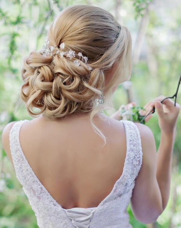 5a5eaa71fed38 sarı dağınık topuz gelin saçları | Saç | Düğün saç modelleri, Saç ...
