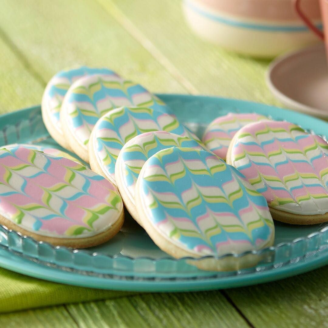 Learn how to make classic sugar cookies from scratch and serve professional-looking cookies at your Easter gathering! Sign up for our class on @creativebug - link in profile! #wiltoncakes #wiltonmethod #cookiedecorating #sugarcookies #eastercookies #easter #decoratedcookies #royalicing