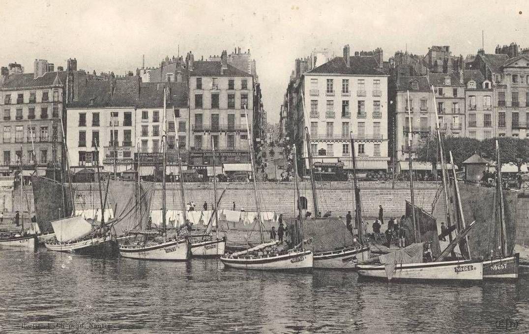 La Petite Hollande face à la rue Jean Jacques Rousseau