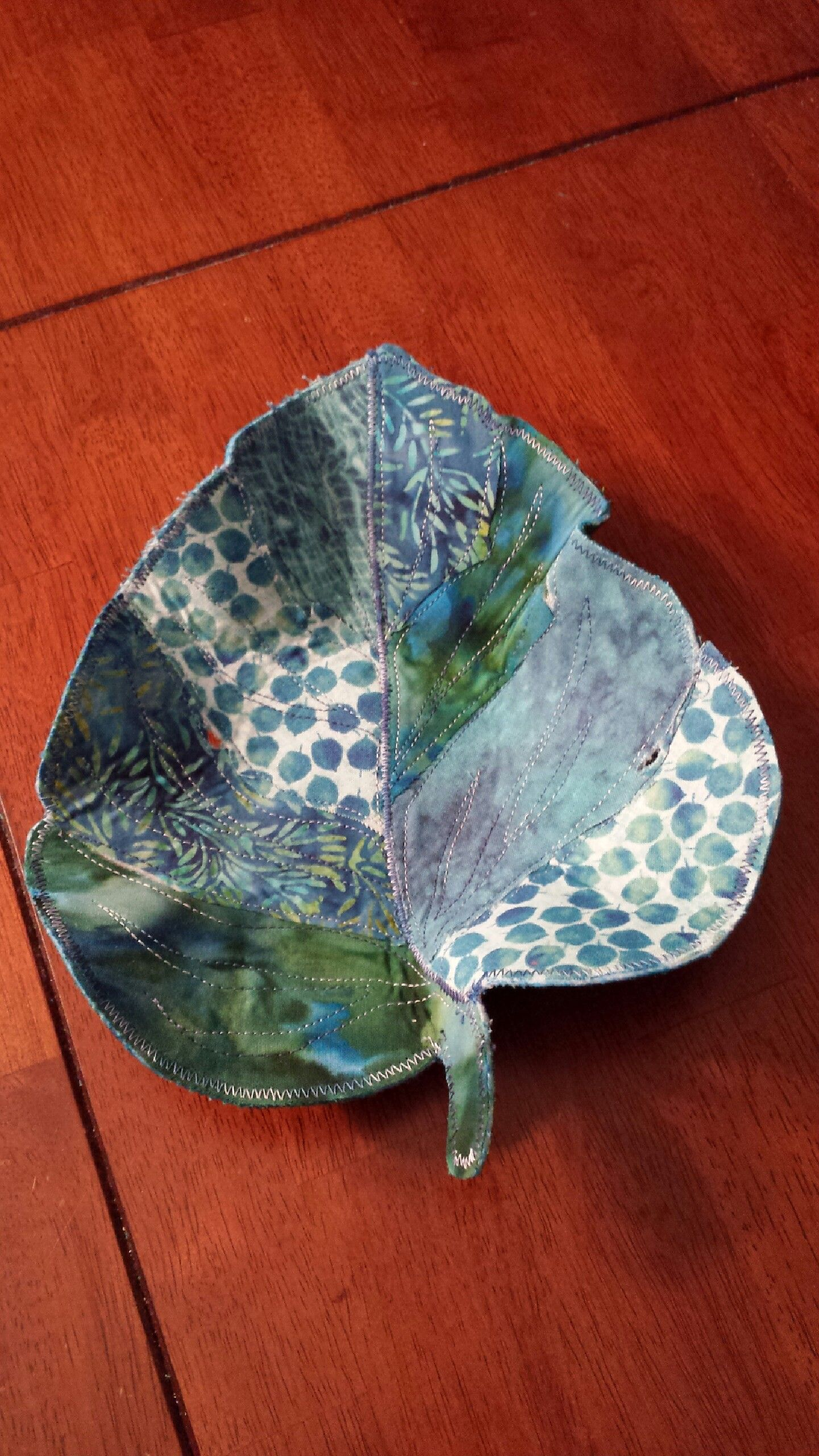 Fabric leaf bowl | Quilting projects | Pinterest