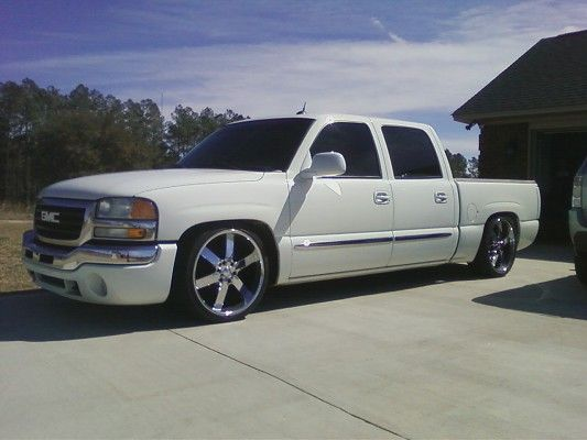 Dropped Gmc Trucks 2004 Gmc Crewcab Sierra Dropped On 22s 9 500