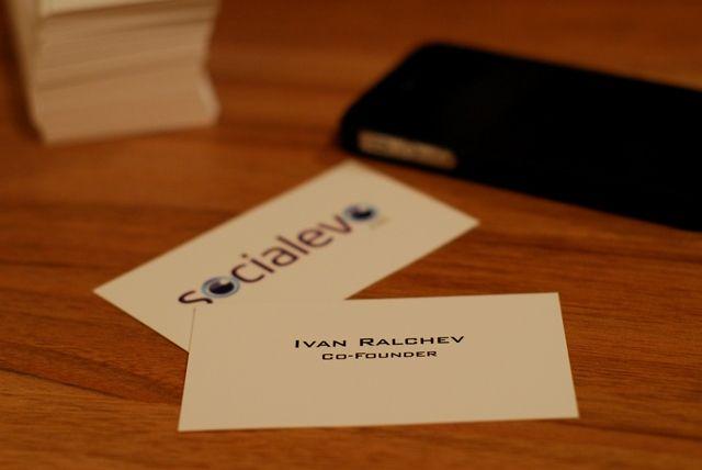 Vizitnite Kartichki Sa Nezamenim Biznes Partnor Edinstveniyat Im Nedostatk E Che Pokraj Novite Tehnologii Cards Against Humanity Social Media Co Founder
