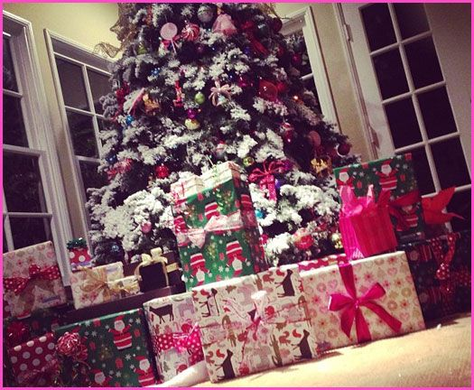 Bella Thorne Shows Off Her Presents Under The Christmas Tree ...