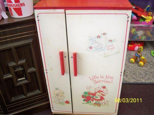 Vintage Strawberry Shortcake Childs Size Kitchen Play Refrigerator