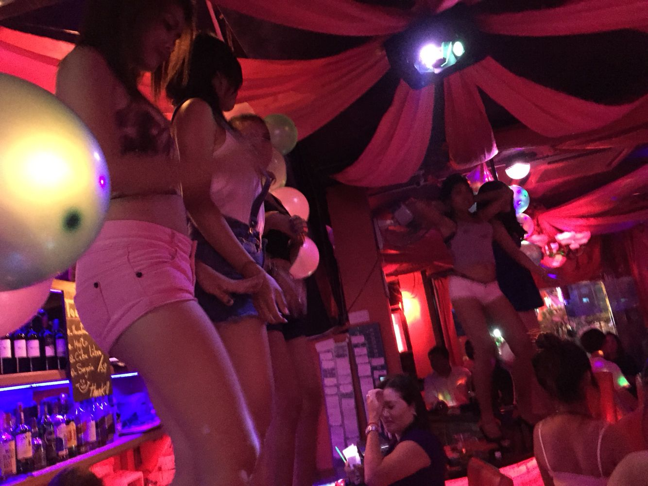 The Corner 136 Bar, the biggest hostesses bar in Phnom Penh | Phnom