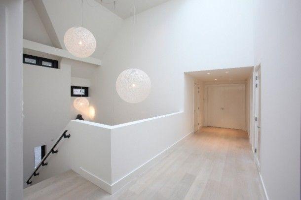 Witte trap zwarte leuning hallways stairs stairs house