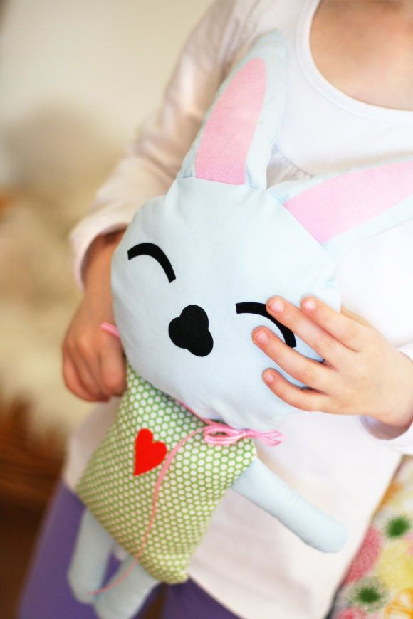 Hase Hanna {free pattern} | Sewing toys | Pinterest | Kleiner hase ...