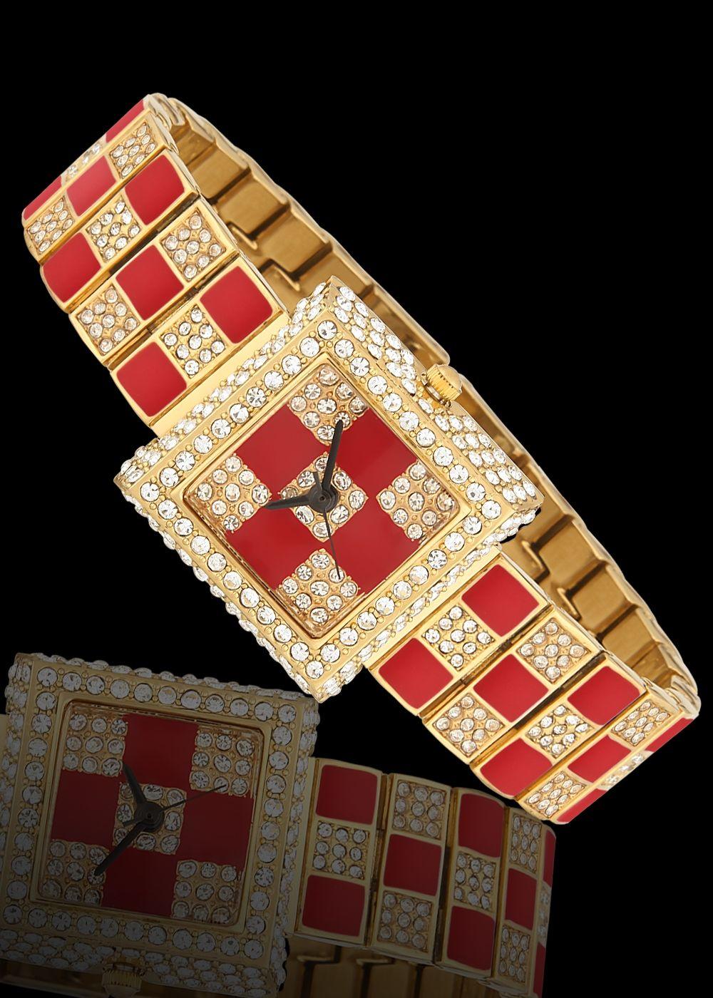 Bayan kol saatleri panosundaki pin