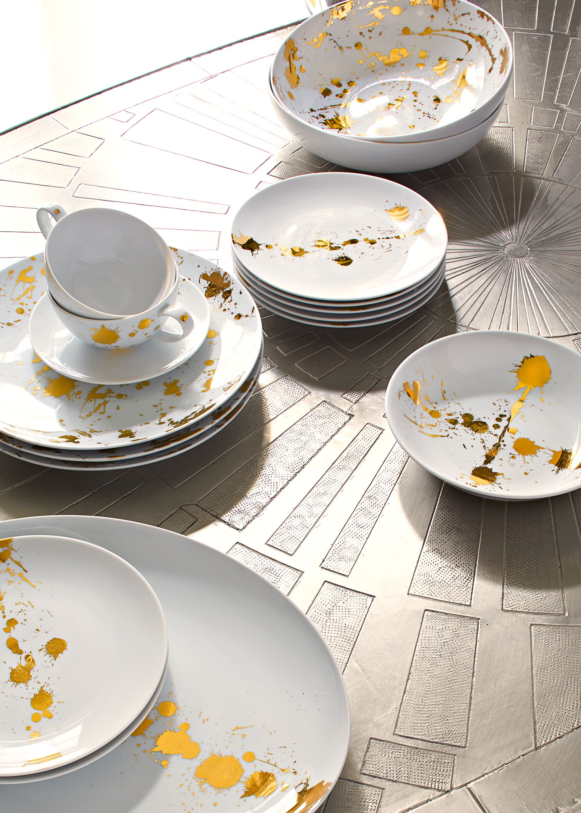 Jonathan Adler 1948 Dinnerware Your Dining Table Deserves Some Quiet Luxury With A Splash Of