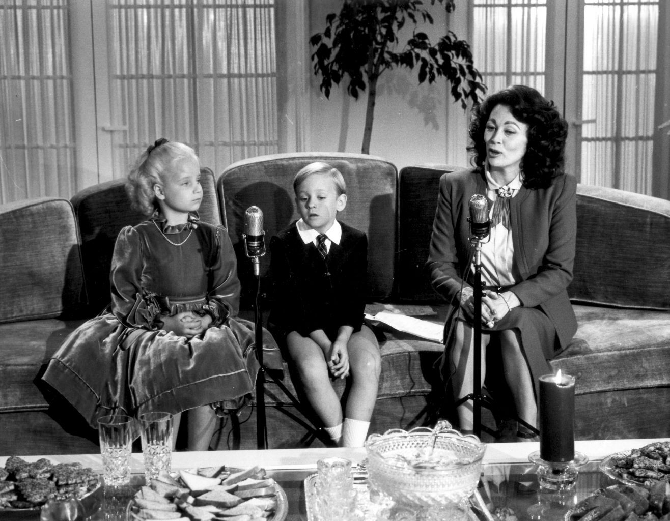 Biopic theater mommie dearest 1981 journeys in for The crawford
