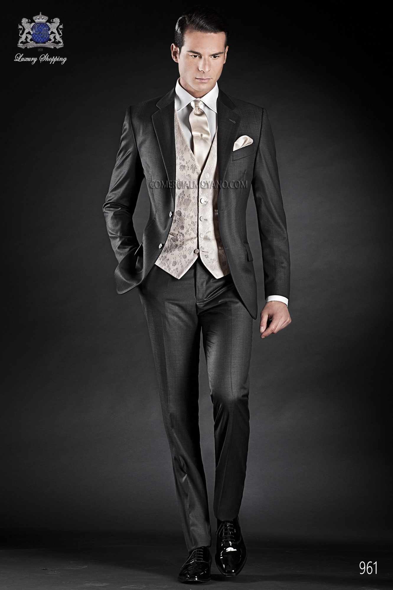 Traje de novio italiano a medida recto 2 botones, en tejido new performance fil a fil gris marengo, modelo 961 Ottavio Nuccio Gala colección Gentleman 2015.