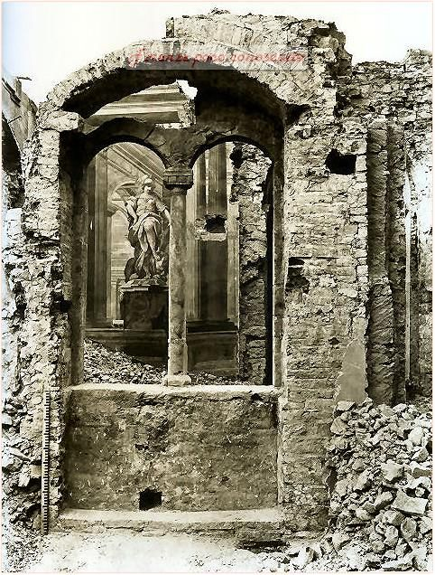 """Palazzo dell'Arcivescovado,mentre veniva """"ristrutturato"""" per rendere piazza San Giovanni più ampia. #Firenze."""