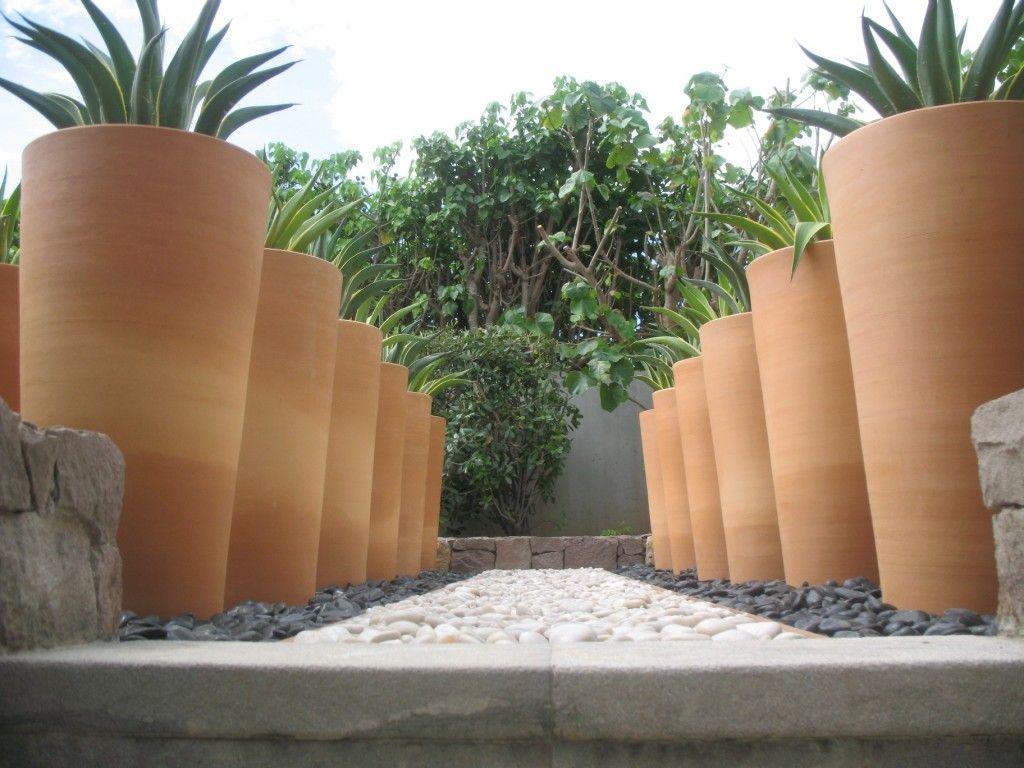 allée of planters   Outdoor   Pinterest   Poterie ravel, La poterie ...