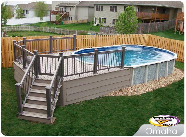 Trex low maintenance material built around an above ground for Ovaler pool garten