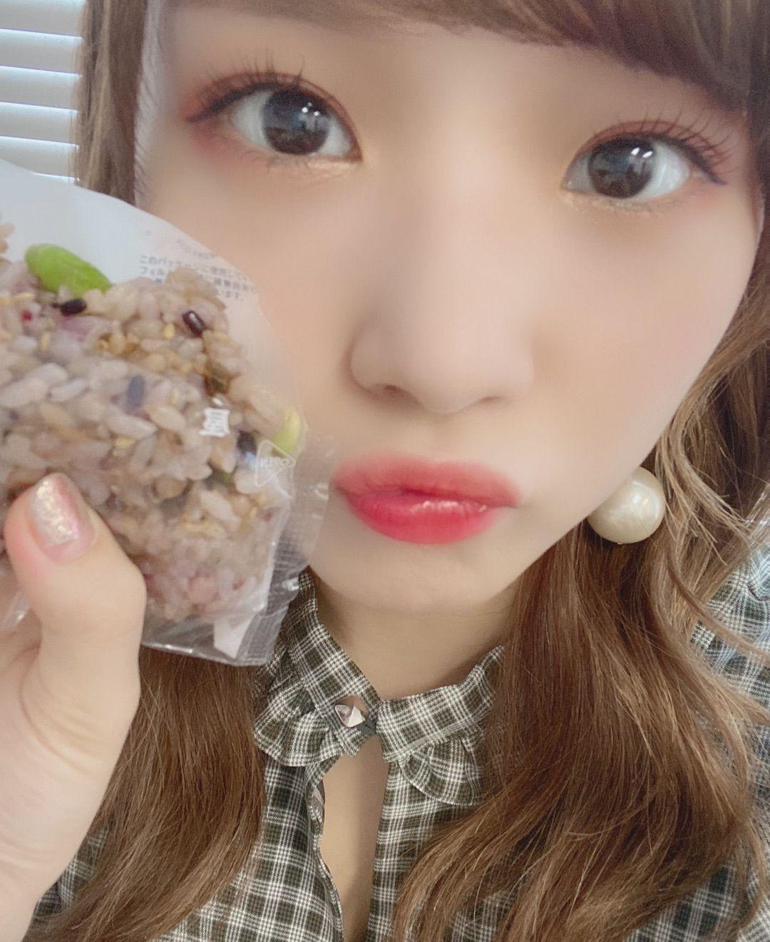 こんばんは!今日は食べ物のおはなし〜飯テロブログでございます🤤笑まずはこの間食べた枝豆と塩こんぶのおにぎり!おにぎりというより、、、これは自撮りですね🙆�…