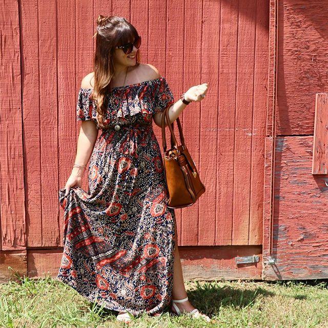 @lulus Maxi cold shoulder dress!  Www.thebellelifeblog.com