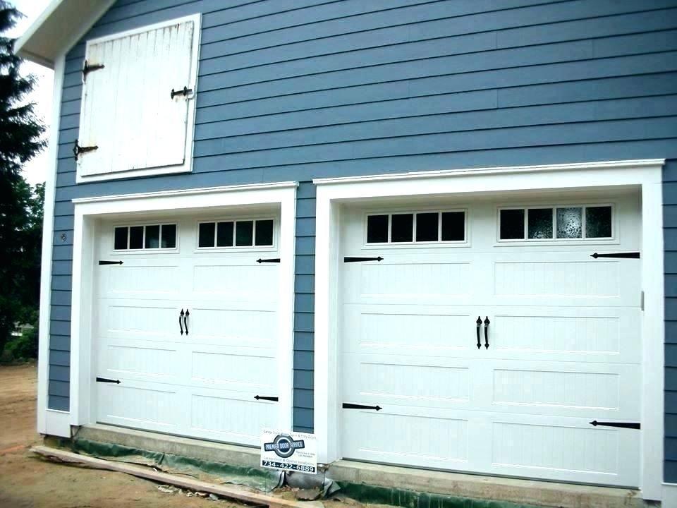 Pin By Kebelek Ngeseng On Door And Window Ideas Garage Doors Carriage Garage Doors Craftsman Style Garage Doors