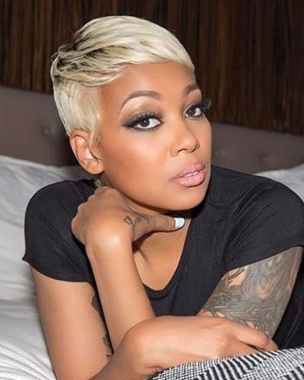 2018 les coupes courtes pour les femmes noires plus de 40 avec de beaux cheveux coupe de. Black Bedroom Furniture Sets. Home Design Ideas