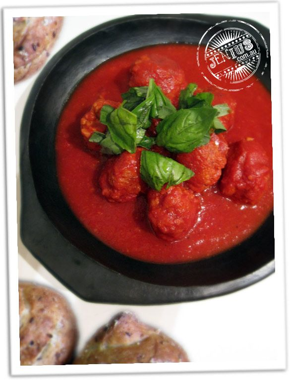 Recipe: Meatballs with leftover vegetable juice pulp from jenius.com  Fantastic idea to use up all the pulp left from making veggie juice