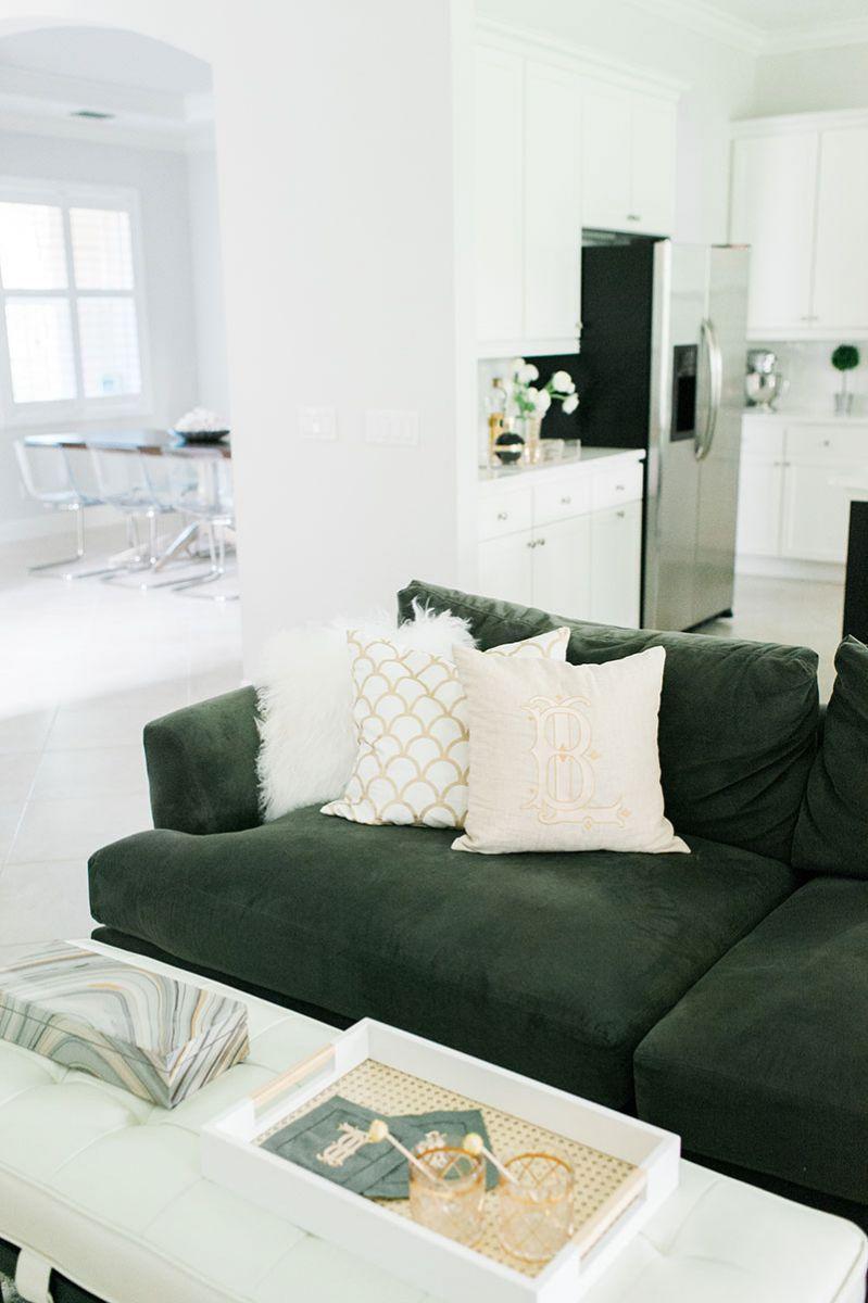 Neutral Pillows, Gray Sofa, Coffee Table Style || Beth Aschenbachu0027s Palm  Beach Home Tour #theeverygirl #hometour