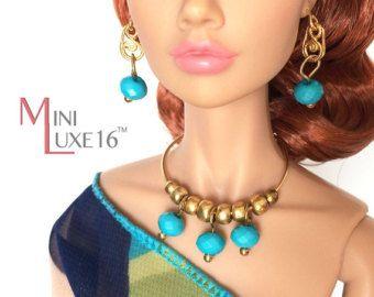 set di accessori per bambole alla moda e collana per bambole