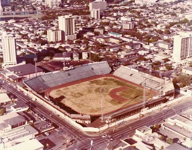 Remembering the good old days #Honolulu Stadium | Flashback Photos
