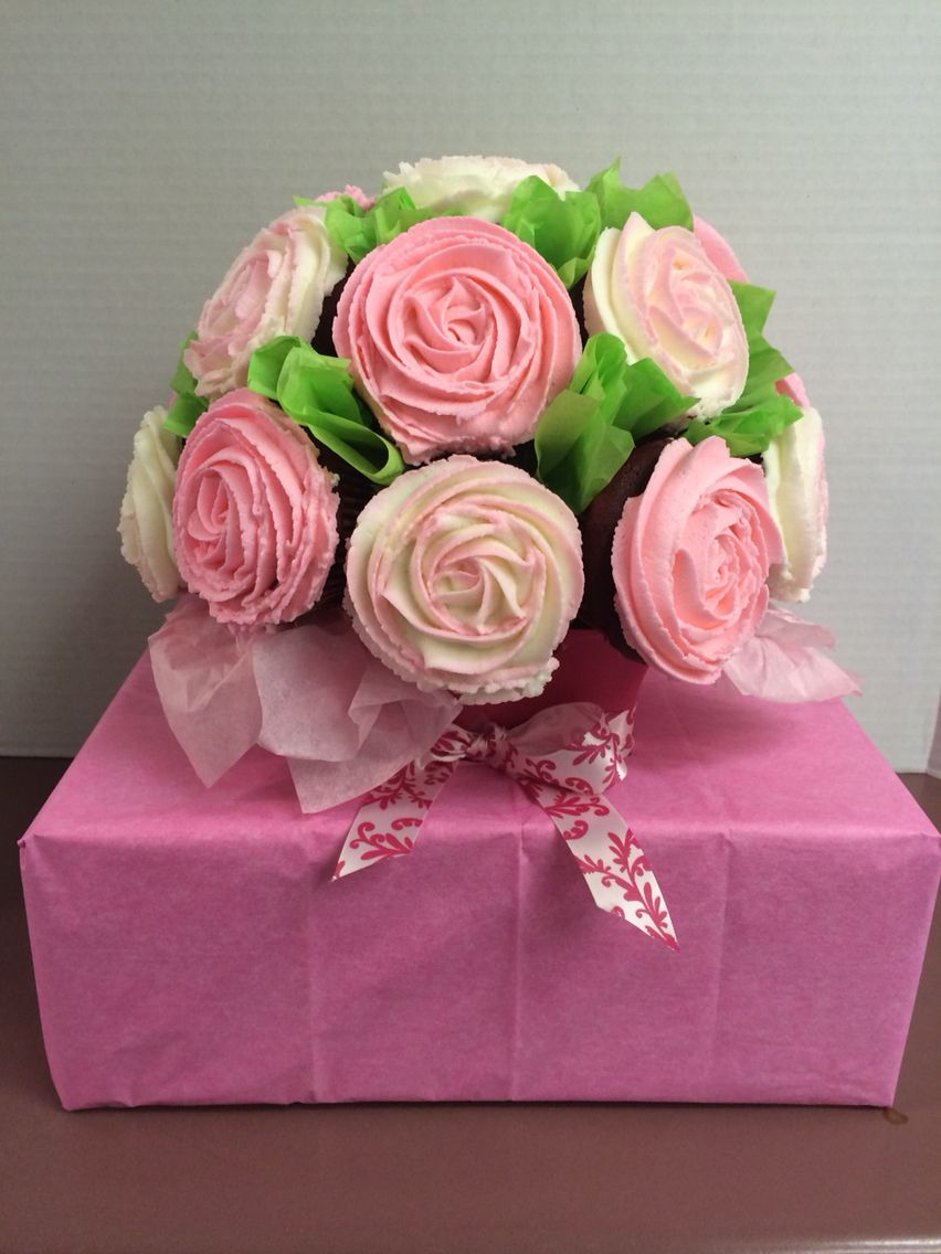 Cupcake bouquet - I came up a good cheap idea for transporting ...
