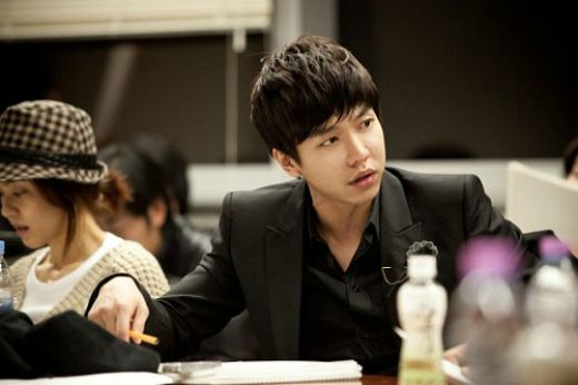 Lee Seung Gi @ The King 2 Hearts's book read :)
