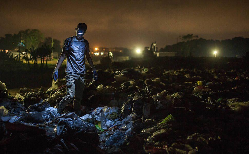 O lixão venceu - Avener Prado  Fotografia do lixão de Peruíbe