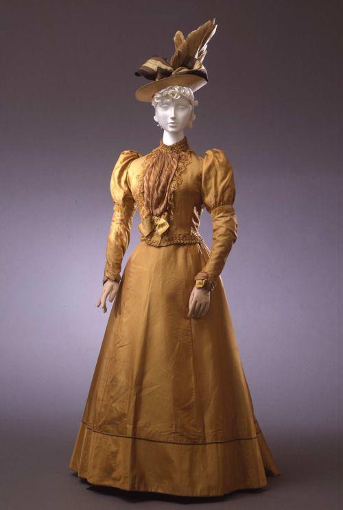 Ensemble 1892-1893 Collection Galleria del Costume di Palazzo...