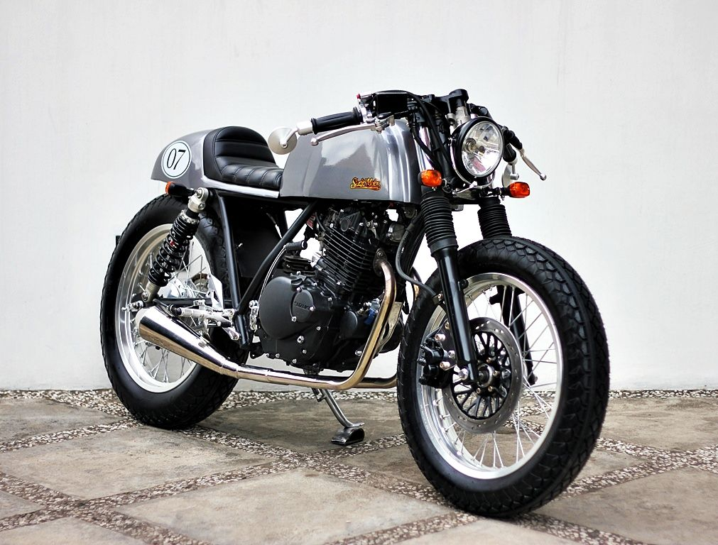 the boundaries – suzuki thunder 250 '00studio motor, jakarta