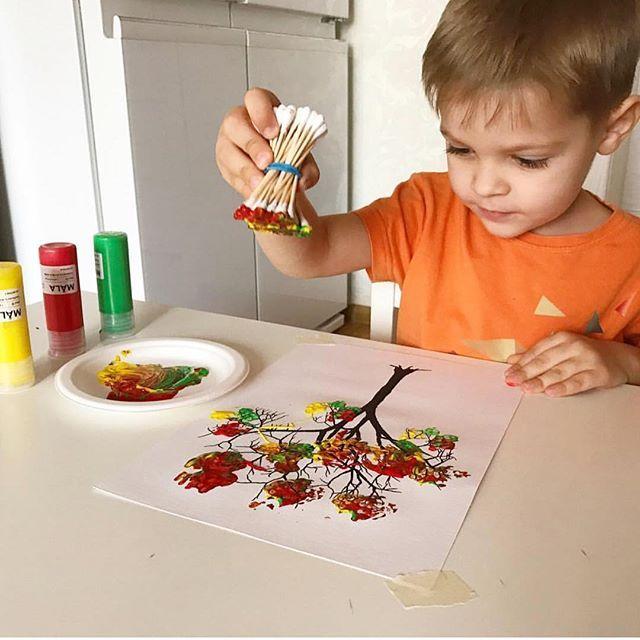 Kulak Pamuklariyla Renklenmis Sonbahar Agaci Parmak Boyasi Kullanabilirsiniz Fotograf Dipeshkova Etkinlik Easy Fall Crafts Preschool Crafts Crafts For Kids