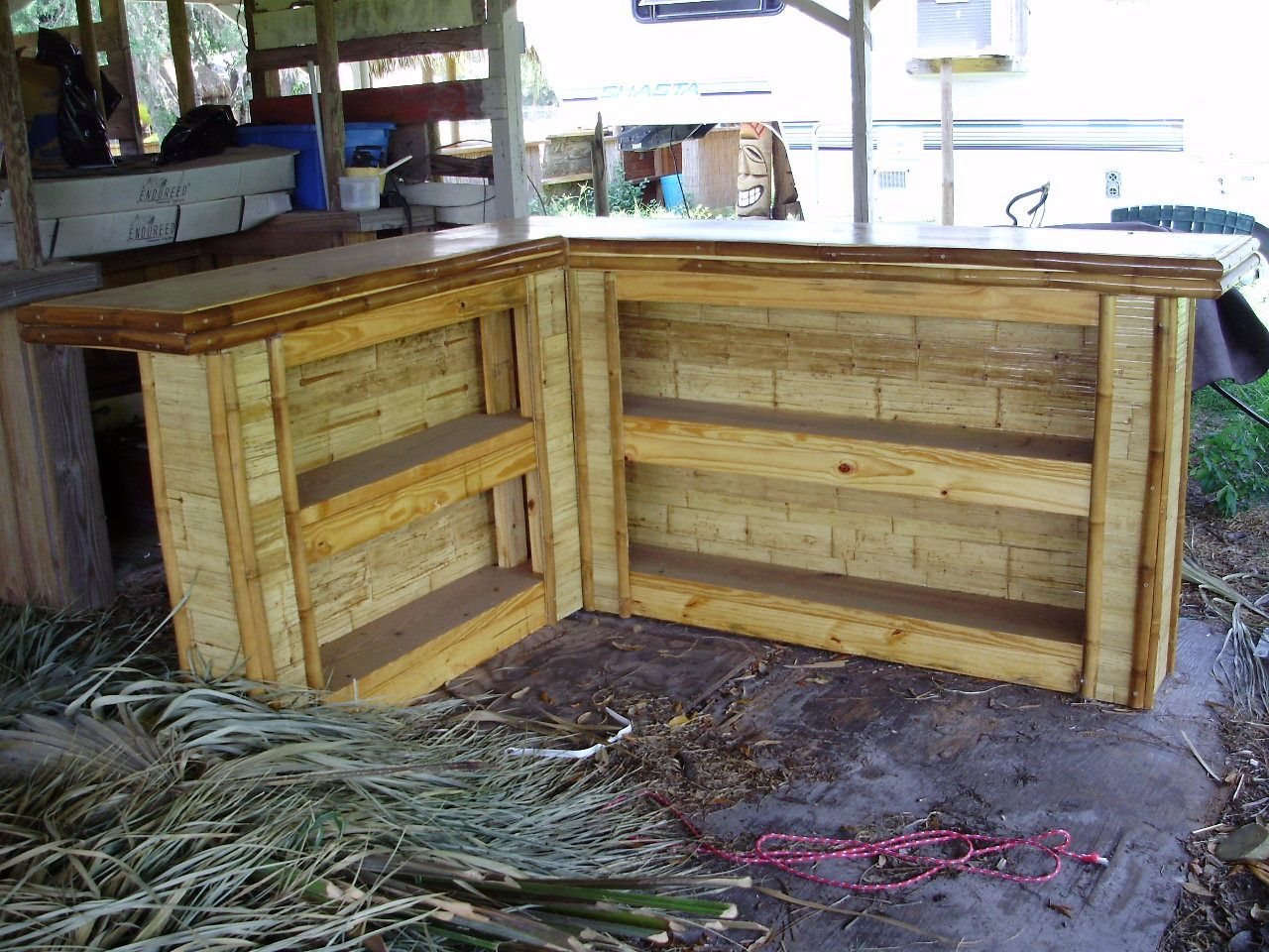 How to build an outdoor bar shaped small flattened bamboo board tiki bar with no roof - Bamboo bar design ideas ...