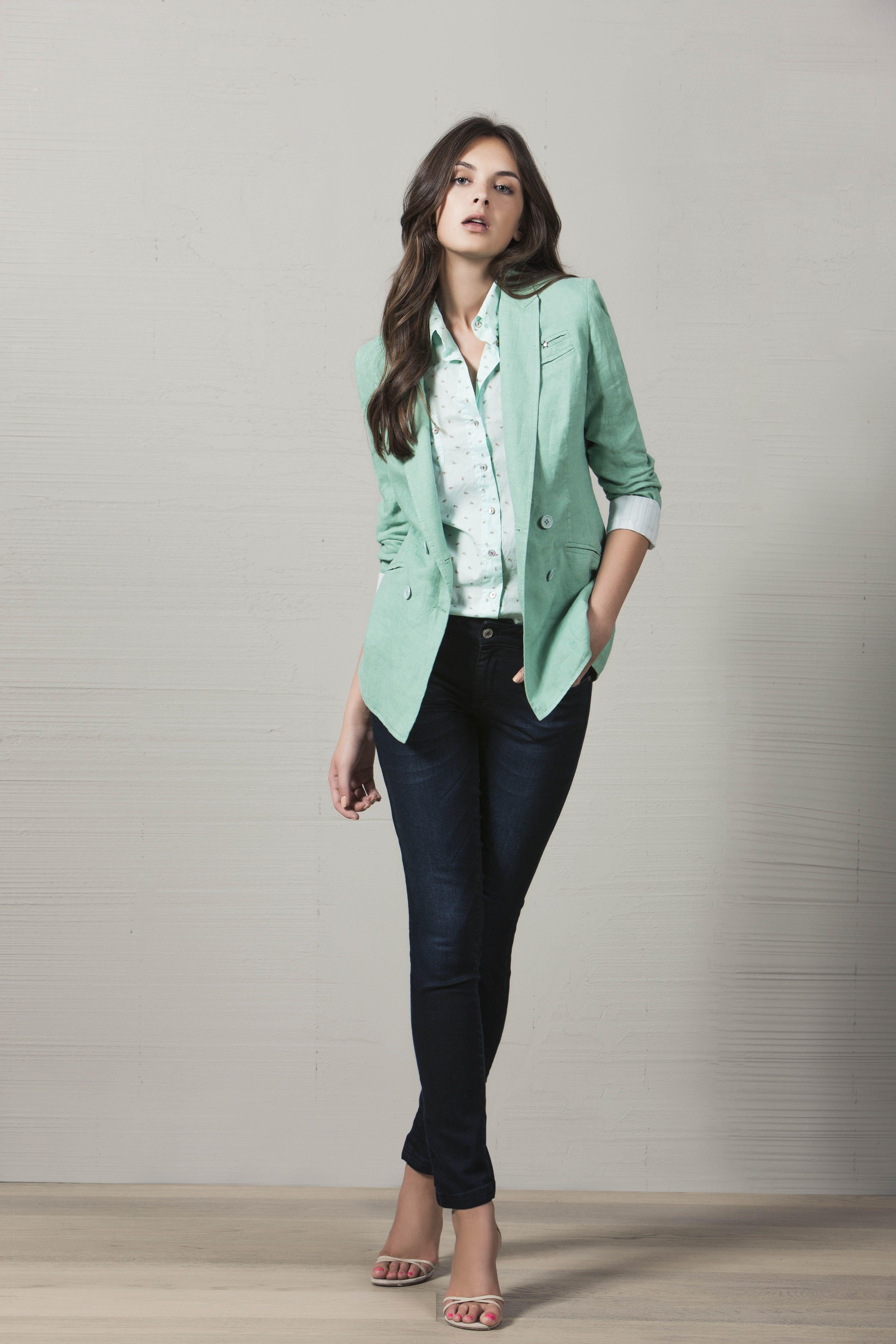 Blazer De Doble Botonadura En Color Verde Menta Que Combina A La Perfecciu00f3n Con Esta Blusa De ...