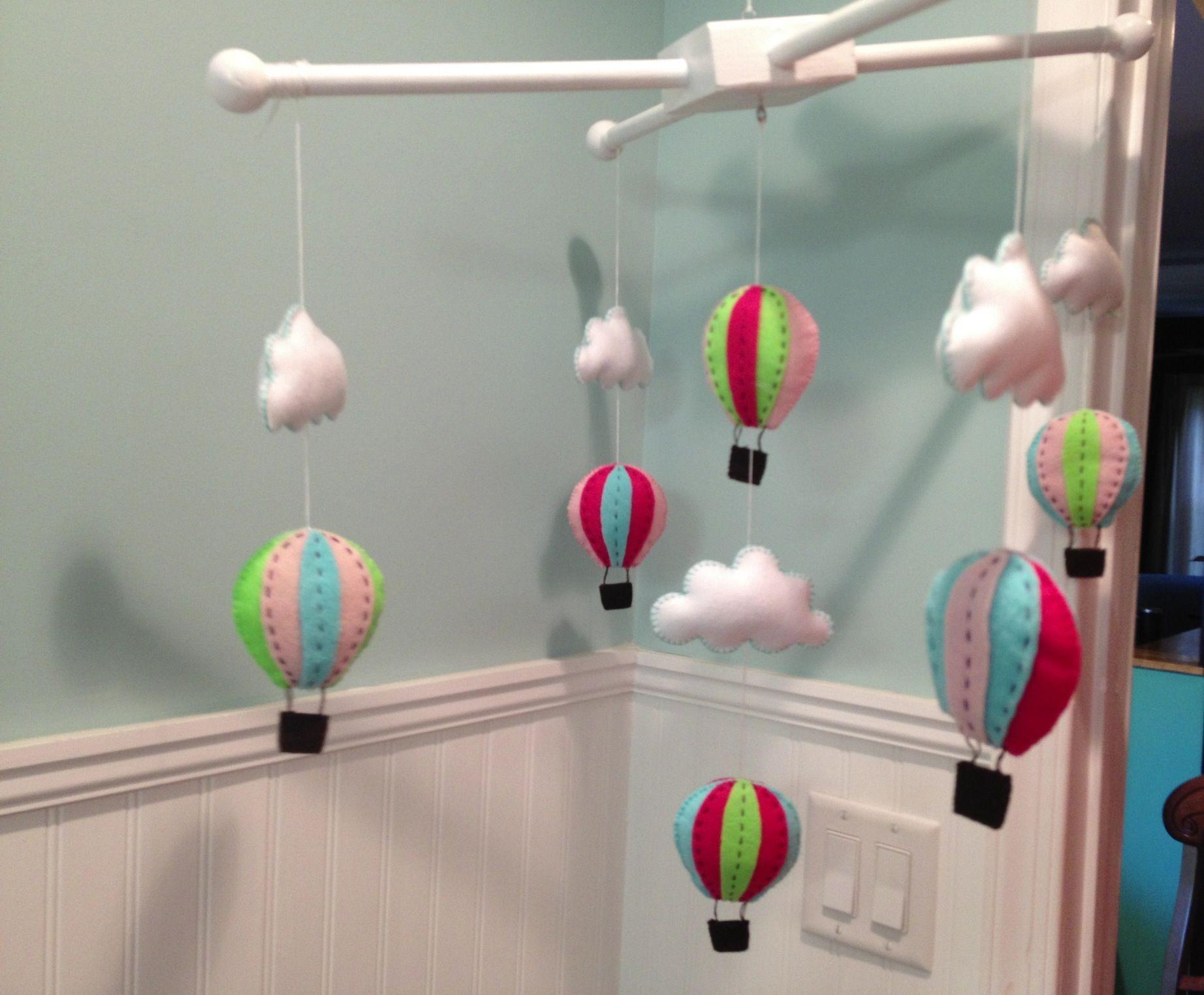 Felt hot air balloon mobile Nursery crafts, Balloon