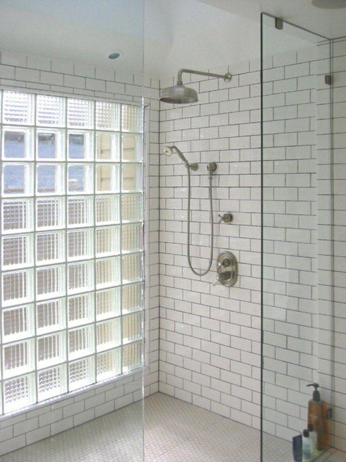 Mettons des briques de verre dans la salle de bains Tiny bathrooms