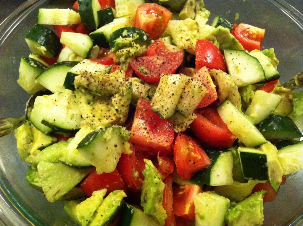 You can never have too many ways to use avocado! Refreshing salad: cucumber, avocado, tomato, balsamic, ground pepper